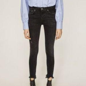 Zara Woman Frayed Hem Cropped jeans